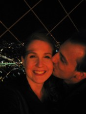 valentines-day-paris-eiffel-tower-night