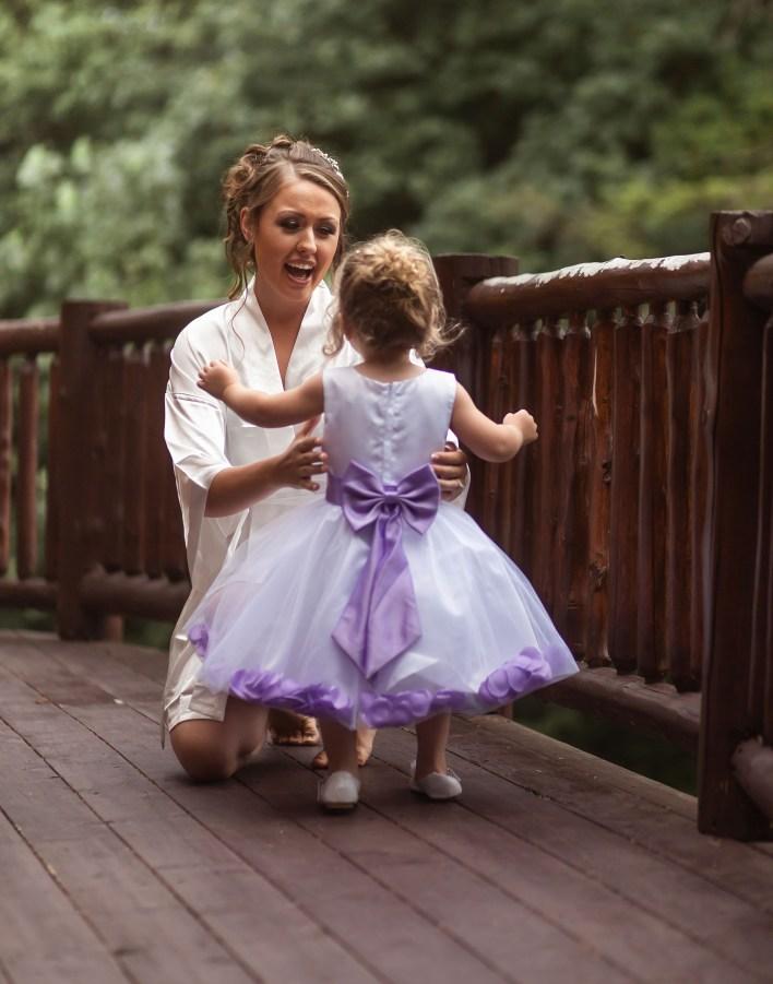 Wedding Photos To Get: Brides First Look At Flower Girls