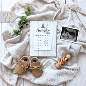 Calendar social media pregnancy announcement