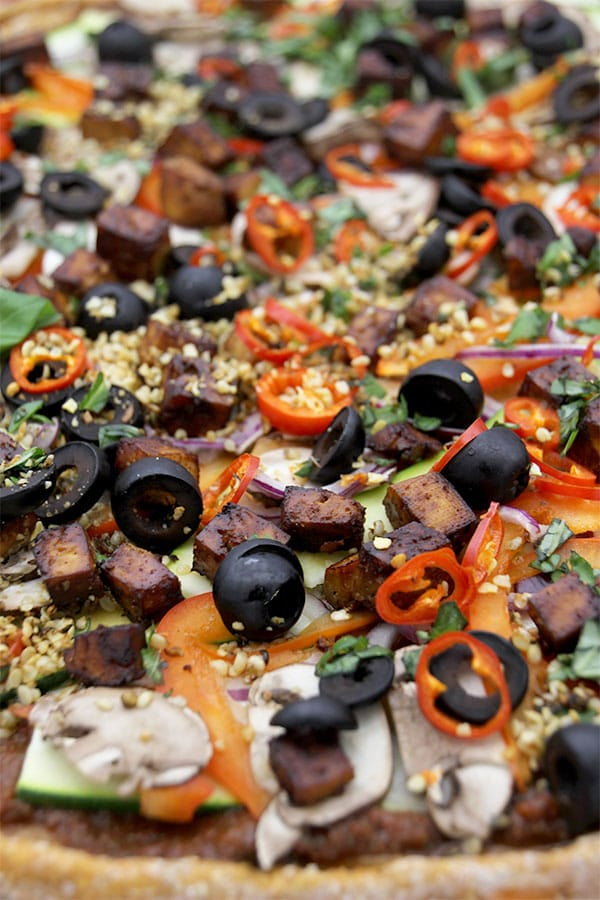 sweet-potato-crust-pizza-with-toppings-close-up