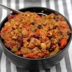 4-bean chili caulfcarne in bowl