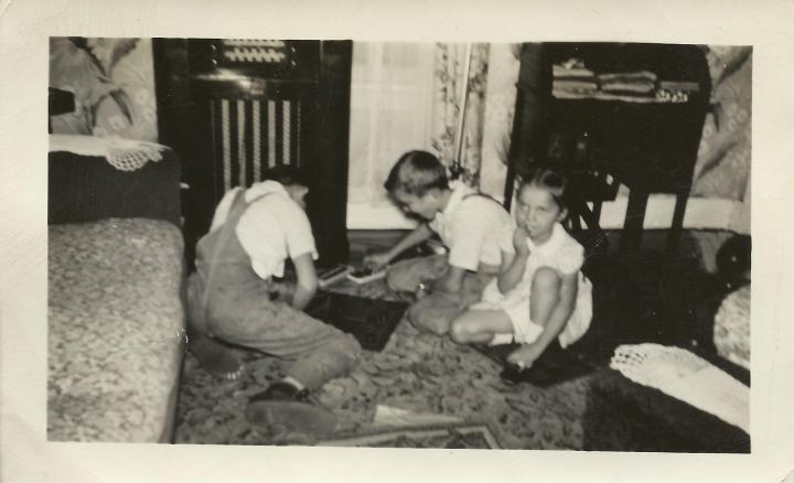 Ronnie, George, Marce at home on 20 Row