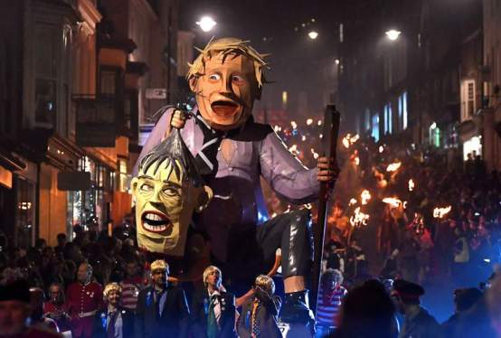 theresa-May-boris-johnson-lewes-bonfire-4