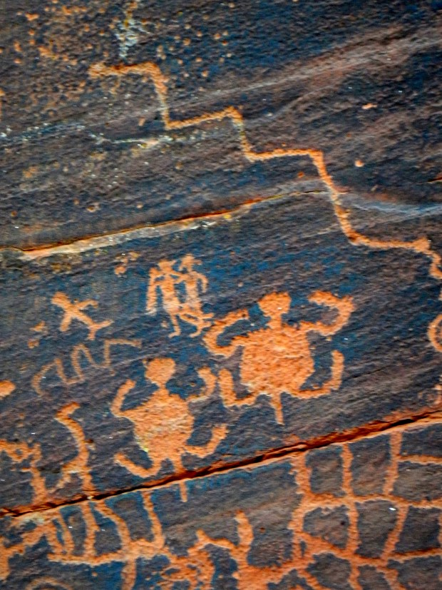 Turtle clan signs and other glyphs, V – Bar – V Heritage Site, Coconino National Forest, Arizona