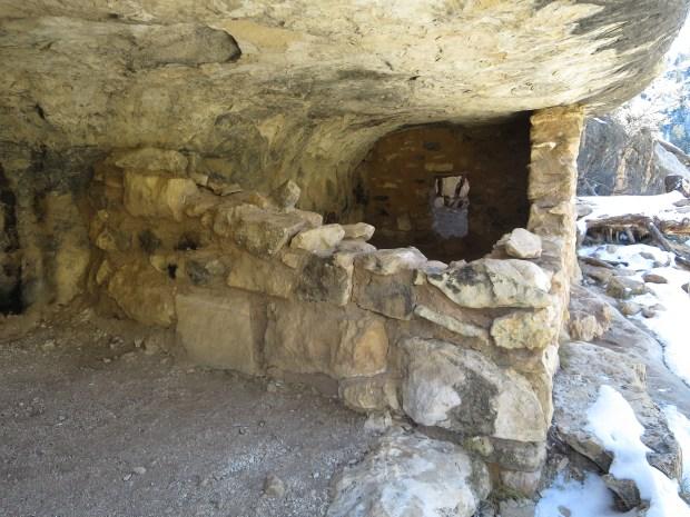Cliff dwellings, Island Trail, Walnut Canyon National Monument, Arizona
