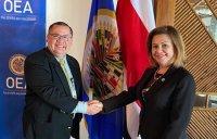 Dr. Alvaro Leiva con la Embajadora Milagro Martínez de la OEA