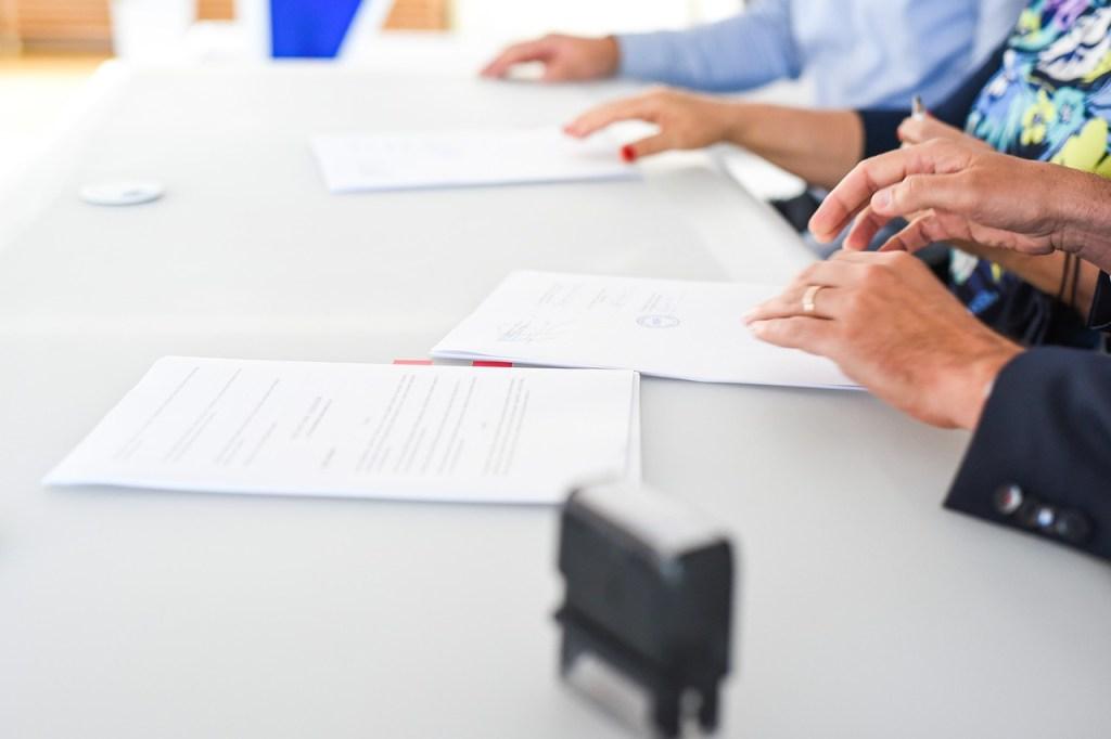 Consulenti del lavoro e imprenditori riuniti in trattativa sui contratti di secondo livello