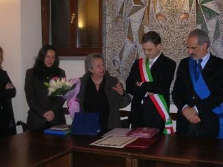 Dory Bonfiglioli (figlia di Renzo) riceve la cittadinanza onorazia di Urbisaglia 27.01.2007