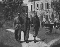 Campo di Internam,ento di Urbisaglia: al centro Bruno Pincherle, alla sua sinistra Renzo Bonfiglioli.