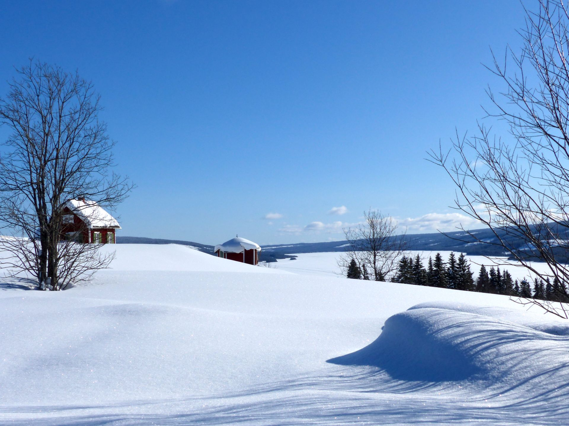 Vinteridyll i Övre Åkersjön. Foto © Rut Magnusson