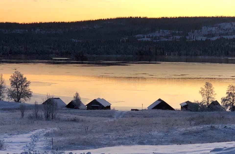 Isen lägger sig på Bakvattnet. Foto © Eva Björnrun.