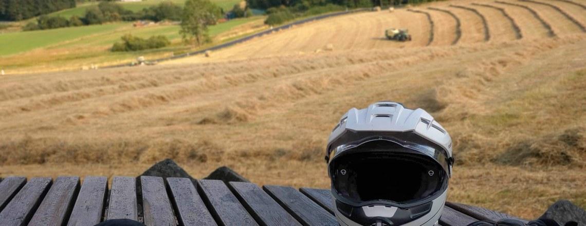 Schuberth E1 – Der perfekte Helm für Tourenfahrer?