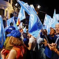 La división de la izquierda vuelve a dar el gobierno a la derecha española
