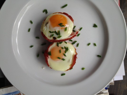 paleo diet challenge day 8 egg in ham cups