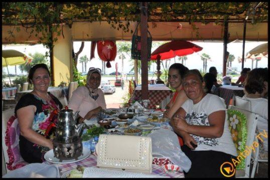 Kadınlar Kulübü Efsane Köy Kahvaltısı'nda