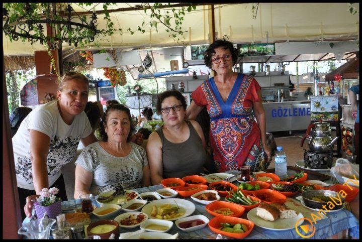 Kadınlar Kulübü Efsane Köy Kahvaltısı'nda (50)