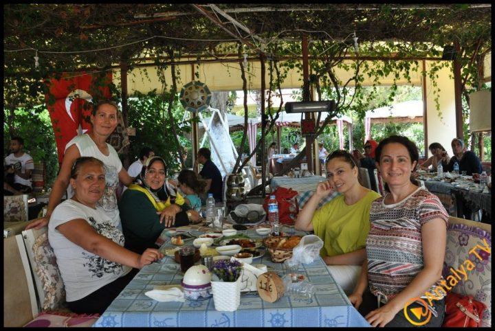 Kadınlar Kulübü Efsane Köy Kahvaltısı'nda (7)