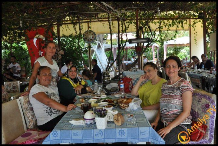 Kadınlar Kulübü Efsane Köy Kahvaltısı'nda (8)
