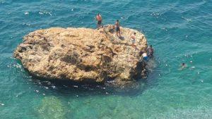 Beach Park Kayalıklarında Deniz Keyfi - Antalya Gezi Tatil