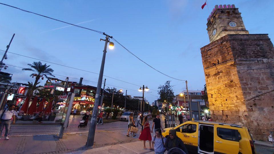 Saat Kulesi Antalya Kale Kapi Kapali Yol Manzarasi (4)