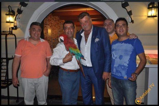 Talya Cafe, BUGÜN  Nuri Alço ve Gazozu İle Açılıyor.