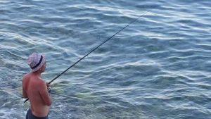 Kargıcak Sahilinde Balık Avlayanlar Antalya Deniz Manzarası