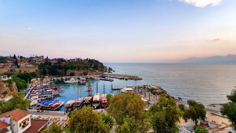 Tophane Cay Bahcesi Antalya Cumhuriyet Meydani Deniz Manzarasi (7)