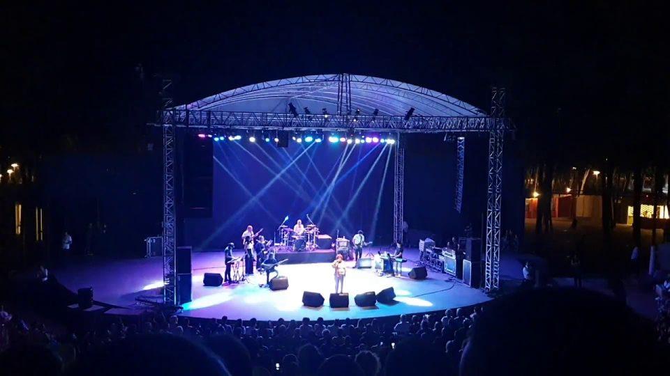 Denizlerin Dalgasıyım – Selda Bağcan Konseri Antalya Canlı Performans