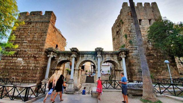 Üçkapılar Antalya Turistik Tarihi Mekanlar Gezilecek Yerleri Görülmesi Gereken Yerler