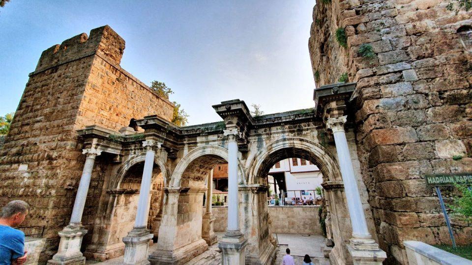 Üçkapılar Antalya Turistik Tarihi Mekanlar Gezilecek Yerleri Görülmesi Gereken Yerler (2)