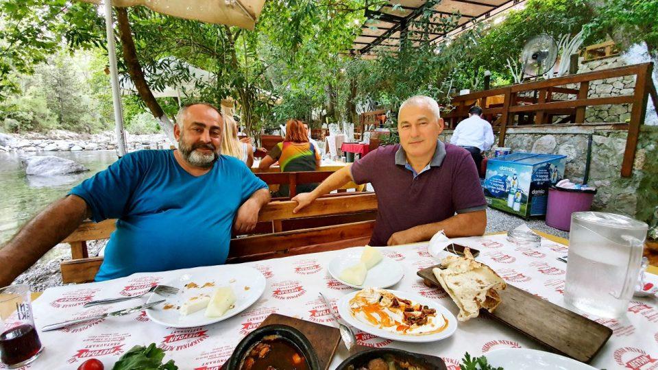 Erdal Efe – Cemil Uygun Yarıkpınar Meydan Restaurant_1
