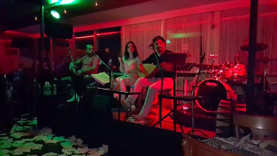 Al ömrümü koy ömrünün üstüne sözleri – Alanya Türkü Bar Canlı Performans