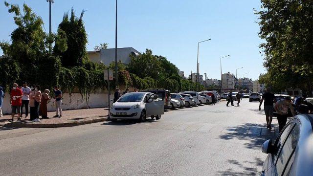 Antalya Muratpaşa Anadolu Lisesi önünde üniversite sınavı heyecanı