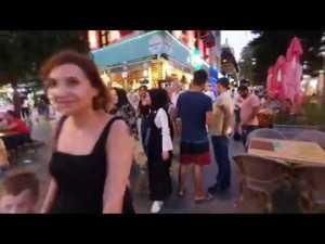 Kapalı Yol Akşam Vakti Yürüyüş Antalya (Pandemi öncesi 2019 arşiv görüntüsüdür)