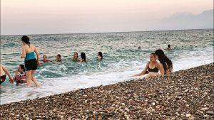 Konyaaltı Plajları Deniz Manzarası Antalya Sahilleri Denize Girilecek Yerler