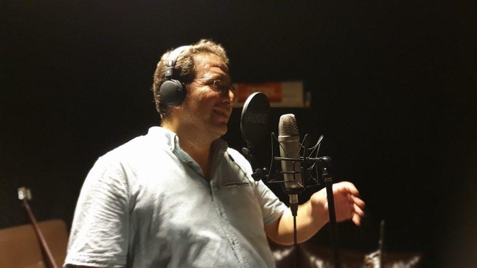 ali aksoy fotoğrafları sanatçı besteci söz yazarı şair 7