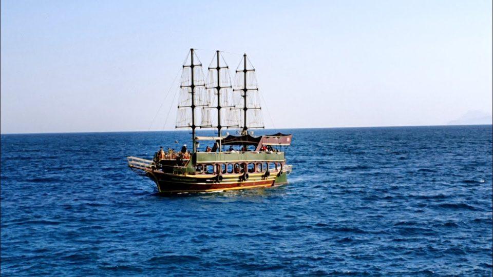 Antalya Yat Limanı Tur Tekneleri Geçişi