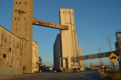 Salah satu pabrik sekitar sungai-kota