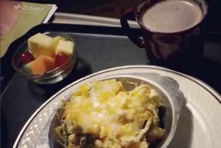 Karena sister asi total, emaknya dapet jatah makan, omlet kentang di sini enak :D