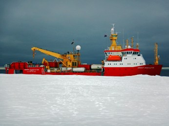 The RRS Ernest Shackleton at N9.