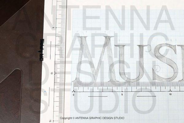 タイトルロゴデザインラフを三角定規で清書