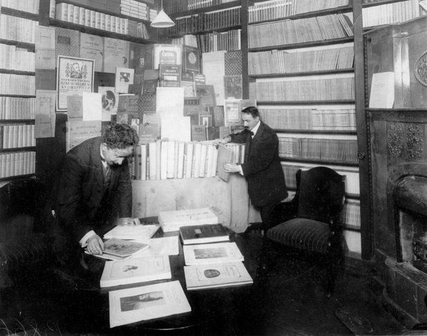 Отдел искусства книжного магазина А.Ф.Цинзерлинга.1913