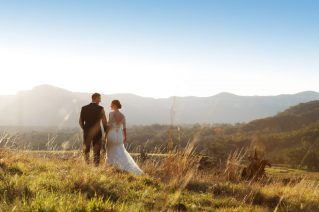 OneAndOnly_WolganValley_Events_Weddings_BrideAndGroomOverlookingWolganValley_HR