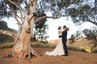 OneAndOnly_WolganValley_Events_Weddings_BrideAndGroomUnderTree_Close_HR