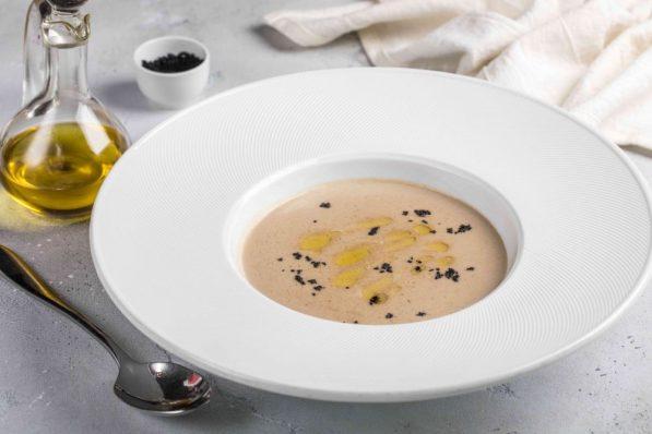 Крем-суп с опятами и белыми грибами (650 р.)