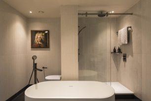 Bankside Biggest suite bath 3