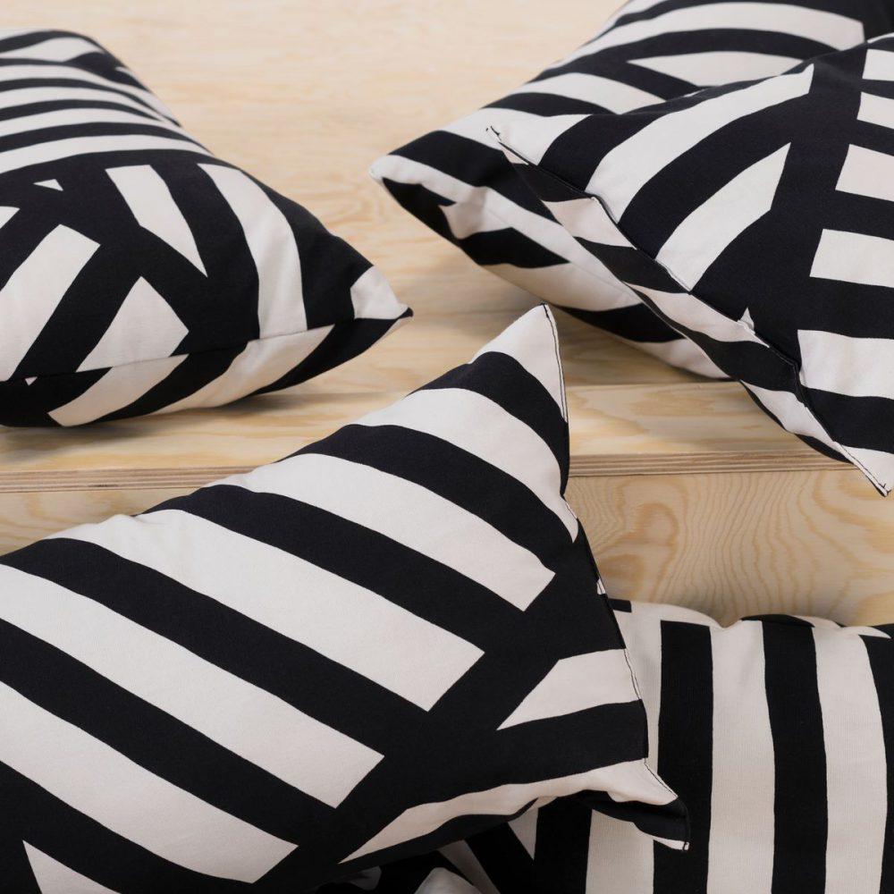 СВЭРВФРО декоративная подушка ИКЕА