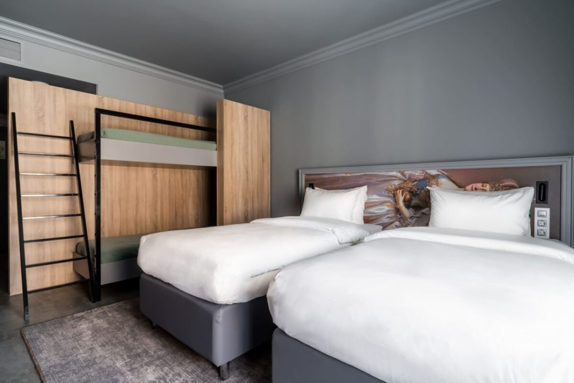 Holiday Inn® St. Petersburg – Theatre Square
