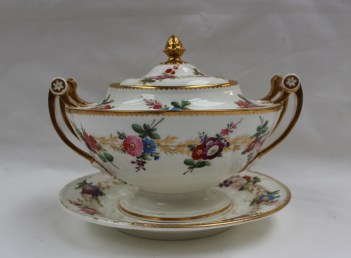 A Nantgarw sauce tureen cover and stand. Sold for £1,450 at Anthemion Auctions