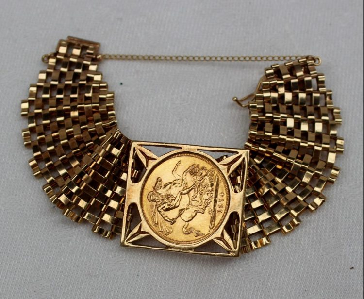 An Elizabeth II gold sovereign, set into a 9ct yellow gold gate bracelet, total weight approximately 27.5 grams. Sold for £320 at Anthemion Auctions